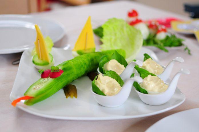 """Jak jeść smacznie i niedrogo – o książce """"Pyszne 25. Nowa porcja przepisów"""" Anny Starmach"""