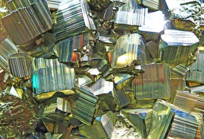 Jakie są właściwości lecznicze kamieni szlachetnych i kryształów?